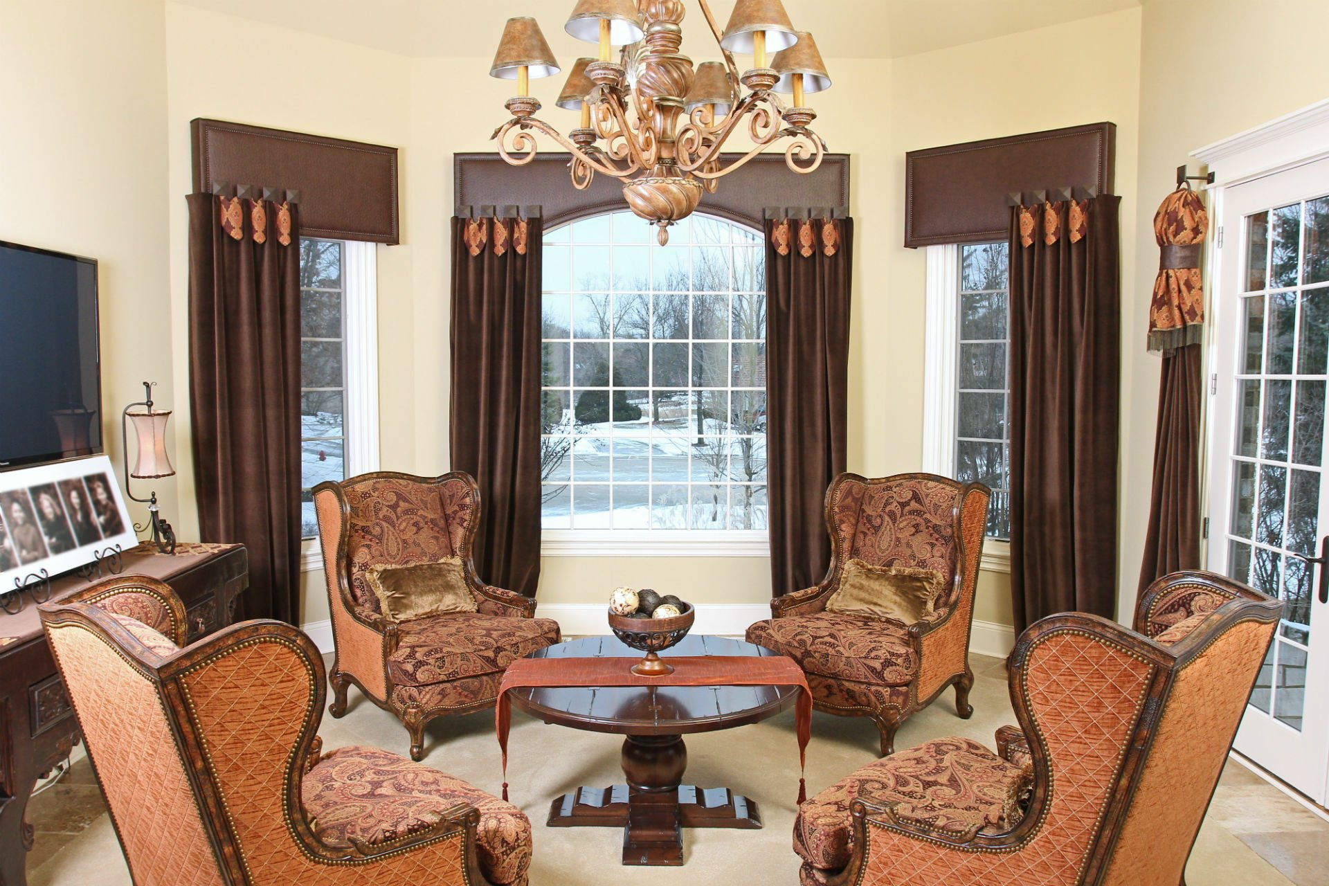 Naperville Home Design, Burr Ridge Home Design, bedding, curtains, custom designs, draperies, blinds, shutters, interior design