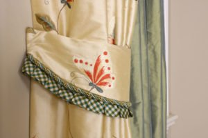 Detailed tie back for custom draperies